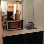 'kitchen' facilities: Coffee maker, fridge, microwave & small sink