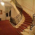 階段はカッコいいんだけどね