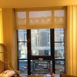 Full-wall window