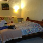 Large and clean room with extra bed (3pax)