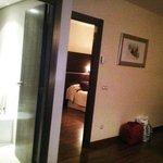 Salón puertas a WC y camas
