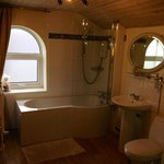 Sea View Suite Bathroom