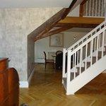 Essecke/ Wohnbereich mit Treppe nach oben