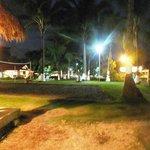 La playa iluminada para celebrar las festividades de diciembre