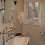 Queen rm#1 private bathroom