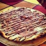 Pizza con bufala,mortadella e aceto balsamico