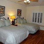 2-queen room, Eagle Inn