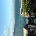 ホテルから海を見る