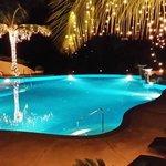 En drink vid poolen