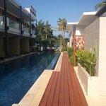 ホテルの敷地内からビーチ方面を撮影