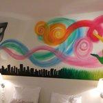 la fresque au dessus du lit