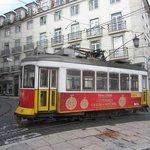 tram 28  sur place de camoes