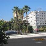 Hotellet från strandpromenaden