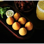 COXINHA / 6 units of Brazilian chicken filled pastry served with aioli