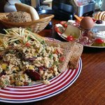 Orientalisches Rührei namens Menemen und Gemischtes Frühstück