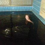 Piscina con acqua nera paraffinica
