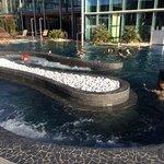 piscina esterna riscaldata collegata a piscina interna