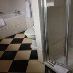 Shower & tub. Jr suite.