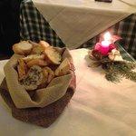 cestino bruschette e pane caldi