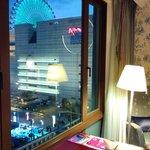 窗外可見美麗華商場摩天輪