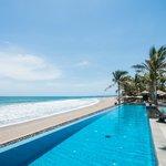 The Legian Bali-Infinity Pool-Day Time 03