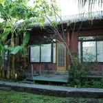 les petites cabanes où se trouvent les chambres