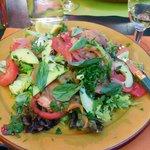 これがそのリヨン風サラダです