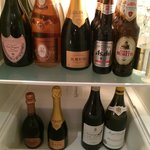 The minibar, alas no minibarman
