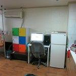 ロッカー(鍵付き)、PC、冷蔵庫、キッチン、物干し台
