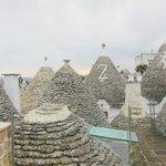 アルベロベッロ・・・陽子さんの屋上からの眺めトルッリがいっぱい