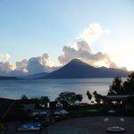 Вид из отеля - закат на озере