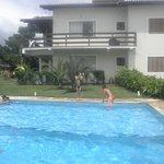 piscina perfeita com churrasqueira do lado