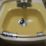 Crack sink