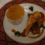 Suprême de poularde de Racan truffée, Parmentier de cuisse au Foie gras
