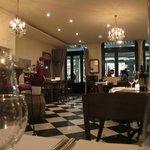 Stilvolles Interieur, geschmackvolle Bilder, italienisches Ambiente