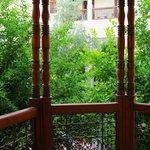 Вид с балкона во двор риада.