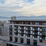 Vista Alpes Franceses e Fachada interior do hotel