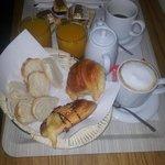Desayuno servido en la habitación
