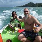 Notre ami Vine qui nous fait faire une visite avec son bateau