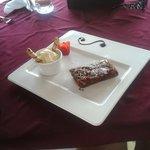 Postre.  Brownie con helado de vainilla.  Delicioso