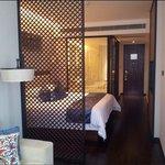 Rm302的SSAW Room,房間光亮,有很大的客廳而且房內還有浴缸呢!非常好!