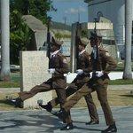 Gardewechsel beim Grab von Jose Marti