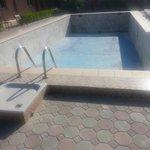 Вот такой бассейн без воды