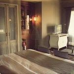 Villa Room (87641719)