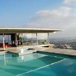 la casa vista dalla piscina