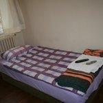 комната одноместнгого номера, кровать