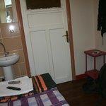 комната одноместнгого номера, вид от окна