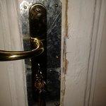 serratura e maniglia porta camera