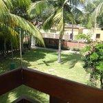 Vista da varanda que dá para os fundos do hotel. Uma tranquilidade!