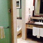 seperate toilet n shower enclousures